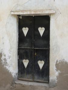 door-210845_640