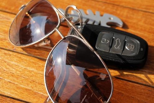 sunglasses-1539183_1920